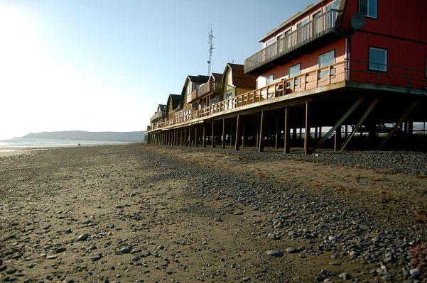 800px-Homer_Spit_AK_-_beach_scene