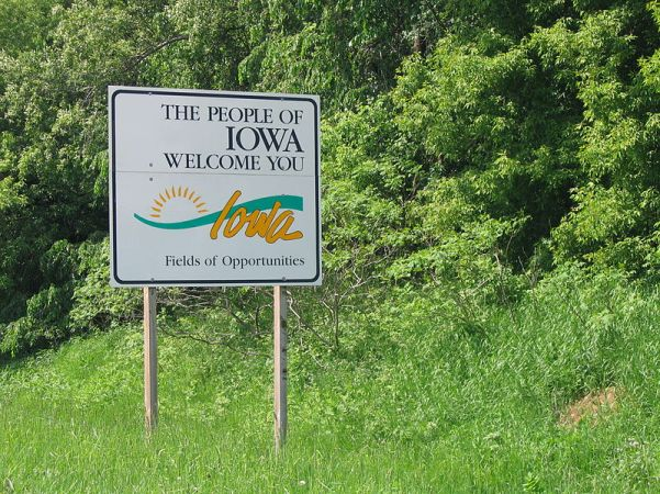800px-Iowa_welcome_sign_2008