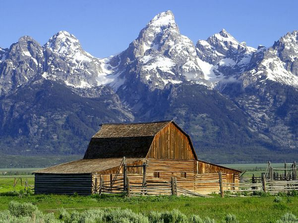 800px-Barns_grand_tetons