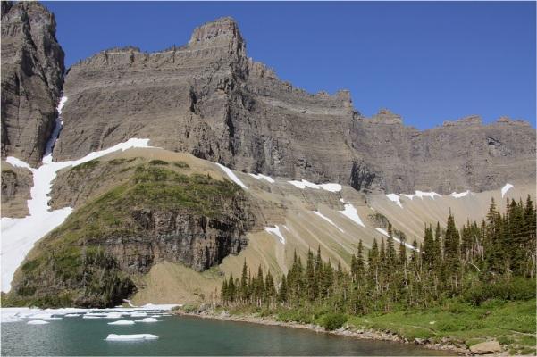 iceberg-peak-0405b351-1d60-4637-9f70-f15fe702f442