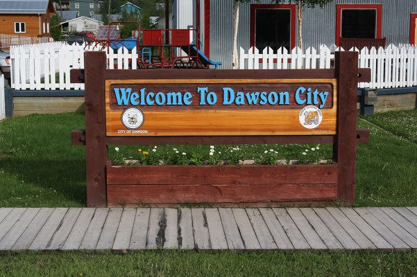 welcome-to-dawson-J3888x2592-00966